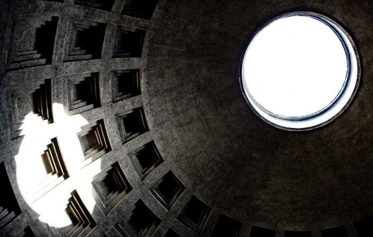 Pantheon er et av romertidens best bevarte bygninger. Den ble bygget av Keiser Hadrian, den samme som bygge en mur tvers over den engelske øya, i år 120 e.v.t. Foto: Lars Terje Hellum