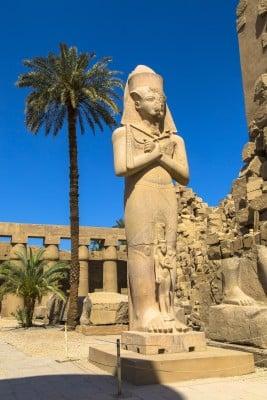 Statuen av Ramses 2 ved Karnak