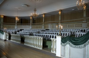 Frem til 1854 holdt Stortinget sine møter i den Katedralskolens høresal. Salen er i dag flyttet til Norsk folkemuseum på Bygdøy.