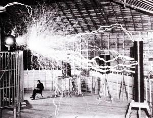 Nikola Tesla var besatt av å gjøre elektriske kabler overflødige. Moderne mobiltelefoner kan i dag lades trådløst takket være hans teknologi.