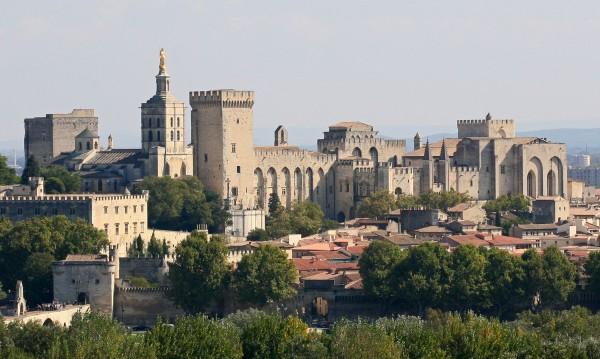 Pavepalasset i Avignon i Sør-Frankrike. Bilde: Jean-Marc ROSIER (de/from http://www.cjrosier.com + http://www.gordes-immobilier.com) [CC-BY-SA-3.0 (http://creativecommons.org/licenses/by-sa/3.0/)], via Wikimedia Commons