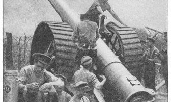 En britisk BL 6-tommer kanon klargjøres til dyst ved Somme. Wikimedia Commons.