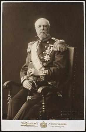 Portrett av kong Oscar 2 fra tiden rundt skjebneåret 1905. Han ble den siste felles norsk-svenske kongen. Fotograf: L. Szacinski (Christiania), kilde: Nasjonalbiblioteket